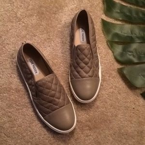 Steve Madden tan quilted slip on tennis size 9